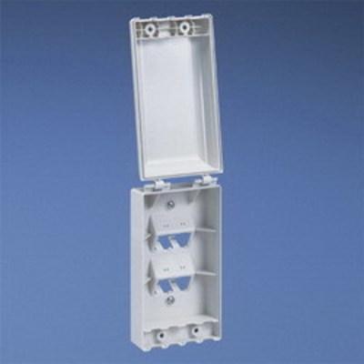 Panduit CFPTR4IW Panduit CFPTR4IW Mini-Com® 1-Gang Faceplate; (4) UTP, STP, Fiber-Optic, A/V Port, Polycarbonate, Off White
