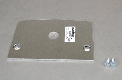 Wiremold  500SP-1.0625 Wiremold 500SP-1.0625 525 Series Single Receptacle Device Plate; Die Cast Aluminum, For Commercial and Office Applications